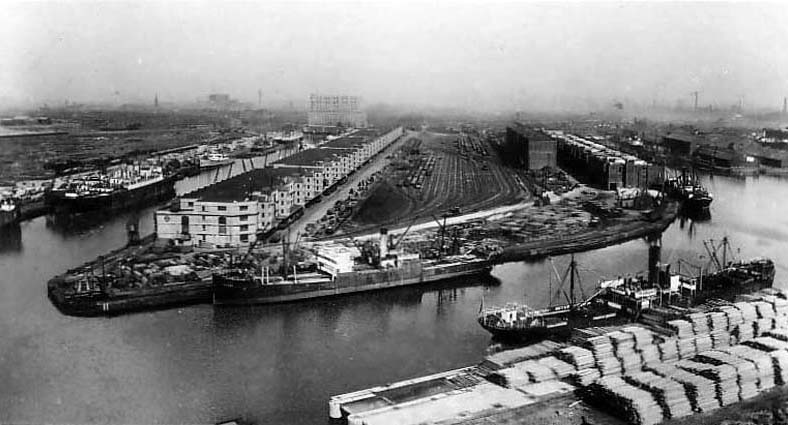 http://en.wikipedia.org/wiki/File:Manchester_Dock_No_9.jpg